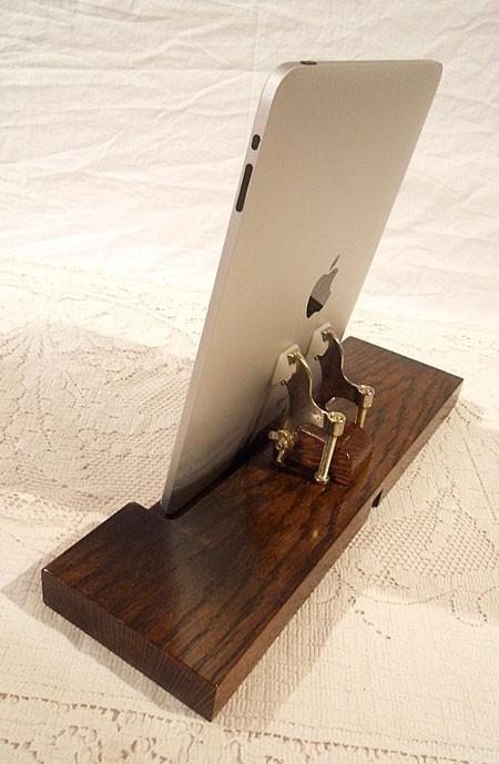 Dock in legno per iPad